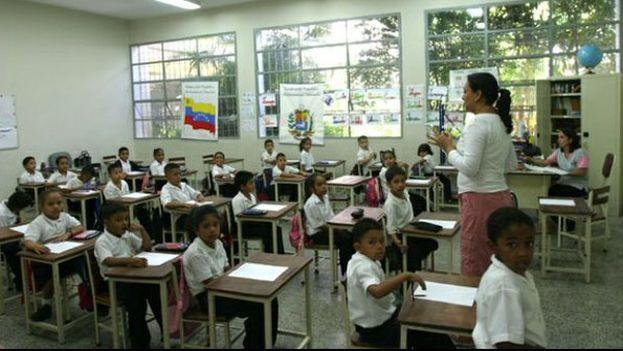 El incremento salarial para docentes incluye el aumento del bono de alimentación. (@NicolasMaduro)