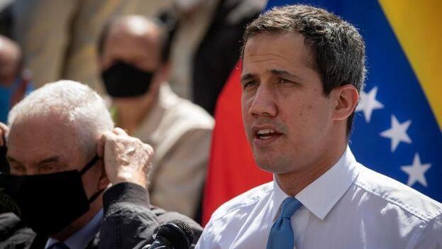 La medida se suma a la inhabilitación que ya sufriera el propio Guaidó en marzo de 2019 por, también, negarse a presentar una declaración jurada de patrimonio ese año. (EFE)