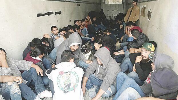 En el camión interceptado en Texas por la Patrulla Fronteriza había un total de 96 migrantes, nueve de ellos menores no acompañados. (El Mañana)