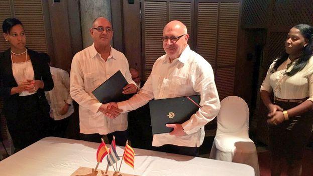 Las agencias de promoción exterior e inversiones de Cuba y Cataluña firmaron un memorando de entendimiento para impulsar la colaboración en materia comercial. (@jordibaiget)