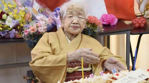 La japonesa Kane Tanaka cumplió 117 años. (@NEWS_JAPAN_S)
