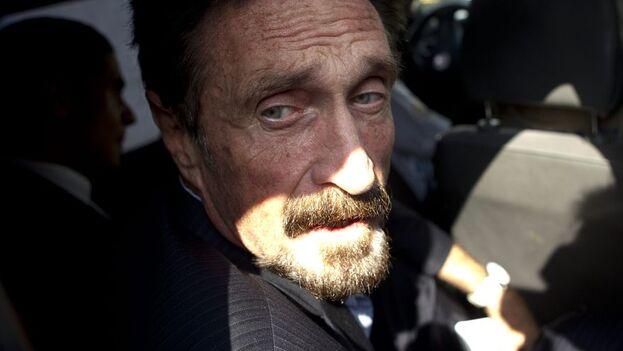 John McAfee ya fue detenido en 2012 en Guatemala y en Belice por distintos motivos y en 2019 en un puerto de República Dominicana con varias armas abordo de su yate. (EFE)