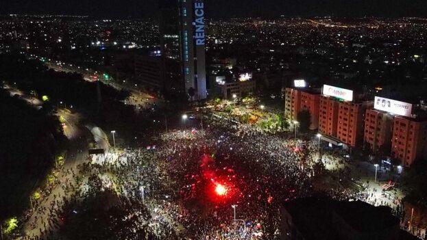 """Más 1,2 millones de personas coparon el 25 de octubre de 2019 la capital chilena pidiendo """"cambios urgentes"""" y mayor justicia social, en la manifestación más multitudinaria desde el fin de la dictadura militar. (concierto.cl)"""