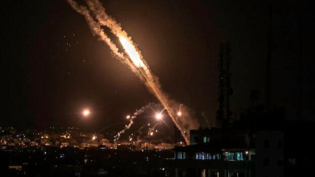 La tensión se disparó el lunes con el lanzamiento de cohetes desde el enclave, tras las protestas y disturbios registrados en Jerusalén. (EFE/EPA/MOHAMMED SABER)