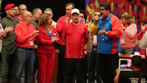 Tras ser liberado, Carvajal es recibido por el presidente Maduro