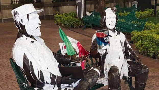 Así quedó el llamado Monumento del Encuentro tras ser vandalizado. (Twitter/@ELPOLICIA8)
