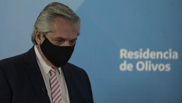 """El mandatario fue aislado en forma preventiva y aclaró que se encuentra """"físicamente bien"""". (EFE/Juan Mabromata)"""