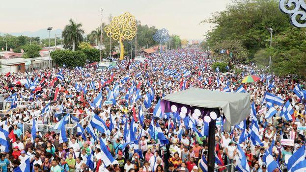 La manifestación oficialista estuvo marcada por las numerosas canciones por la paz y por los ritmos y melodías de tintes sandinistas. (FSLN)