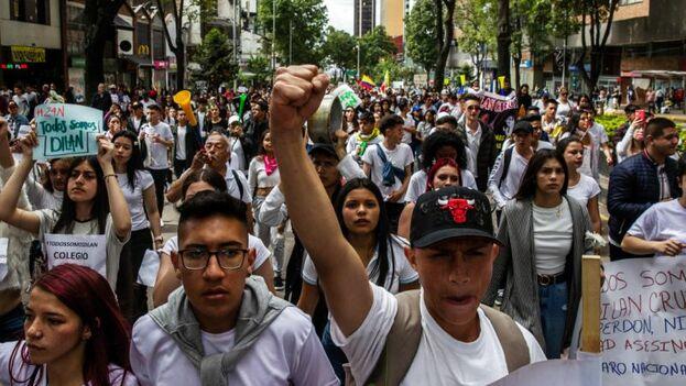 En la jornada del domingo, la menos intensa de los cuatro días, las manifestaciones giraron en torno a Dilan Cruz, un joven de 18 años que el sábado fue víctima de la violencia policial. (EFE)