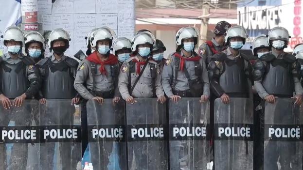 Los manifestantes exigen al Ejército, que gobernó el país con puño de hierro de manera ininterrumpida entre 1962 y 2011, que permita la vuelta a la democracia y reconozca los resultados de las elecciones del pasado noviembre. (Captura)