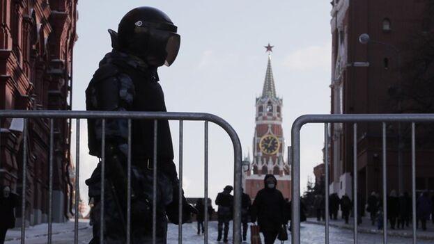 Algunos manifestantes creen que lo mejor ahora es reagruparse y reanudar las protestas en verano. (EFE/EPA/MAXIM SHIPENKOV)