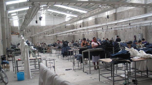 Las más de 320 maquiladoras instaladas en Ciudad Juárez emplean a unos 250.000 hombres y mujeres. (CC/Wikipedia)