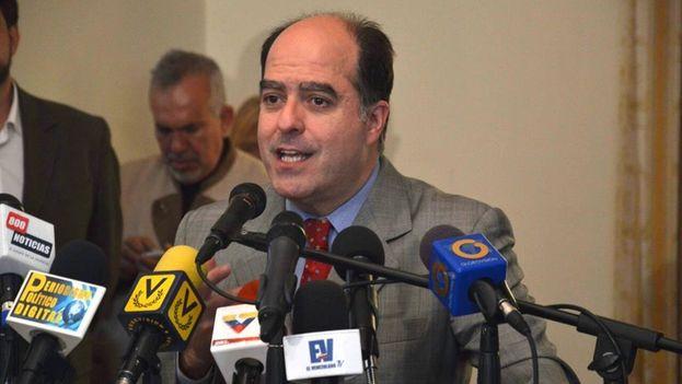 El jefe del grupo mayoritario de la oposición parlamentaria, el diputado Julio Borges. (Facebook)