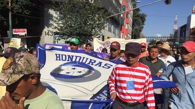 Los más de 5.000 migrantes optaron por abandonar la capital mexicana luego de cumplir una estancia de cuatro días y cinco días en algunos casos. (EFE)