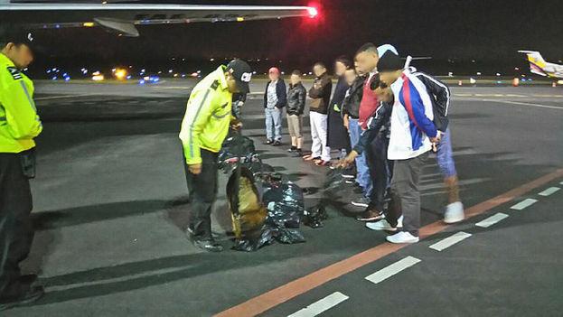El segundo grupo de migrantes cubanos deportados. (Ministerio de Interior de Ecuador)