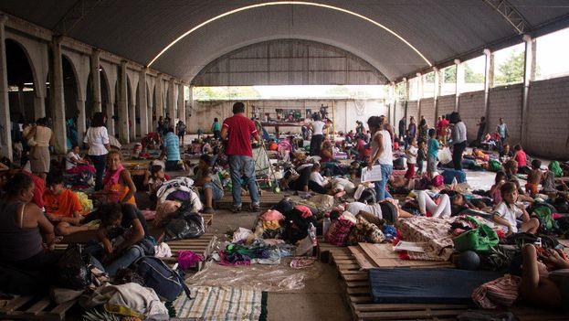Los migrantes se dirigen a la capital después de su paso por Puebla. (La Jornada)