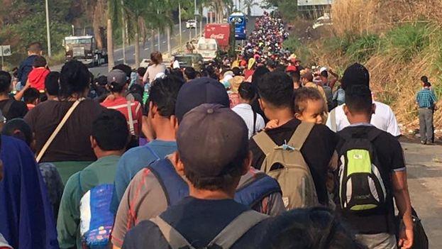 Los migrantes empiezan su camino a las cinco de la mañana, para aprovechar las horas en las que el sol no golpea tan fuerte. (Facebook/Pueblo sin Fronteras)
