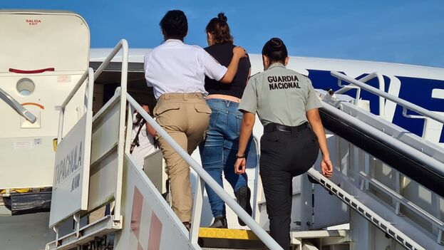 Las autoridades migratorias dijeron que la repatriación se hizo con apoyo de la Guardia Nacional. (INM)