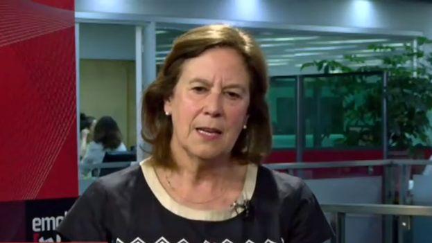 La ex ministra chilena Mariana Aylwin no pudo abordar este lunes el avión que la llevaría a La Habana. (Youtube)