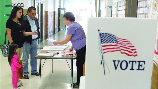 Los latinos están más movilizados en estas últimas elecciones de medio mandato según las previsiones. (EFE)
