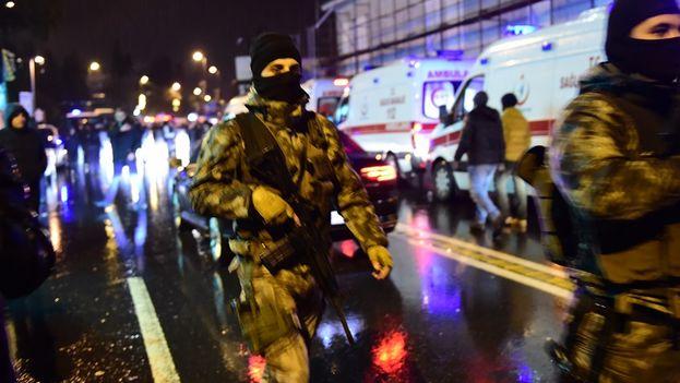 Al menos 39 muertos en el atentado contra un exclusivo club en Estambul. (EFE)