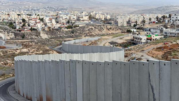 En algunos tramos el muro subterráneo de hormigón se elevará también por encima de la superficie. (palestinalibre.org