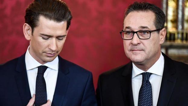Su pasado cercano a grupos neonazis no ha impedido a Heinz-Christian Strache (derecha) ganarse el apoyo del electorado. (EFE)