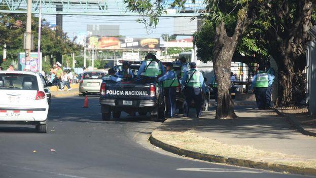 La policía nicaragüense mantuvo el control de la zona a pesar de que se había desconvocado la tradicional procesión. (La Prensa)