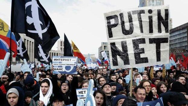"""La entrada en vigor, el pasado noviembre, de una ley sobre el llamado """"internet soberano"""" abre la puerta a una eventual desconexión de Rusia de la red global. (EFE)"""