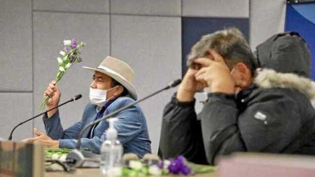 Un grupo de víctimas acudió ayer a la primera sesión de observación al reconocimiento escrito hecho por el Secretariado de las Farc. (EFE)