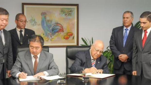 La prensa oficial ha anunciado la firma de la reestructuración de la deuda sin aclarar cuál es el monto. (Twitter)