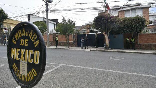 Los operativos policiales alrededor de la residencia diplomática son motivo de queja por parte de México. (EFE)