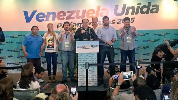 La victoria de la oposición, obtenida hasta ahora con 72 diputados elegidos de forma nominal y 27 por lista, representa un total de 99 escaños. (@Liliantintori)