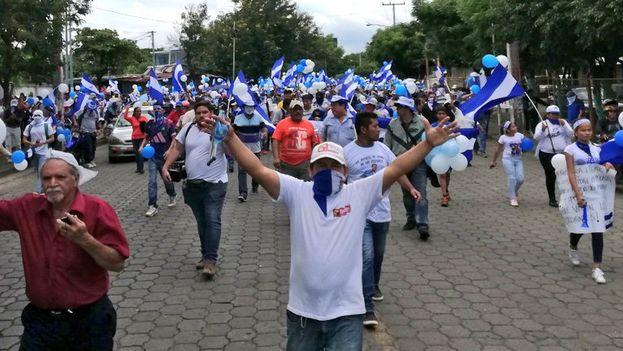 La marcha de los globos sirvió para que la oposición reivindicase la libertad de los presos políticos. (@Maynorsalaz/Confidencial)