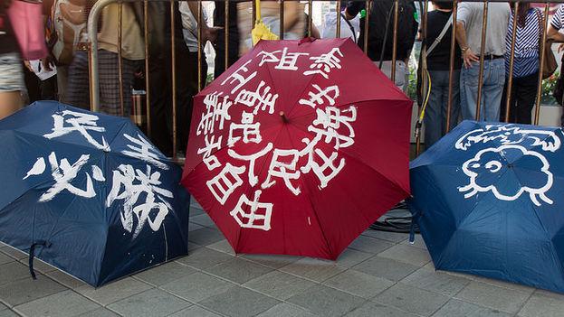 Los paraguas también ejercen como pancartas reivindicativas. (Alcuin lai)