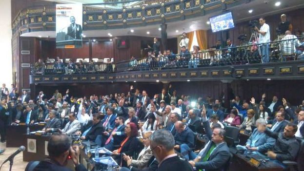 La mayoría parlamentaria se impuso para aprobar el juicio al presidente, pero el chavismo advierte que no hay base legal para ello. (PSUV)