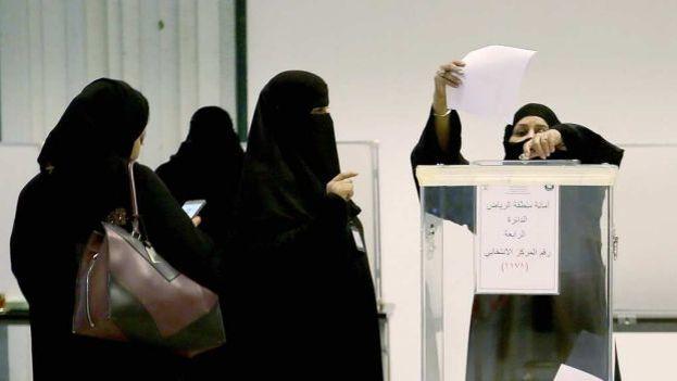 La participación de la mujer en estos comicios, un hecho histórico en Arabia Saudí, fue posible gracias a un decreto real de 2011. (EFE)