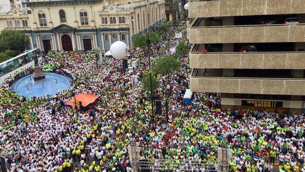 Los partidarios de Correa asistieron este domingo a una manifestación convocada para celebrar la década de Correa en la presidencia. (@MashiRafael)