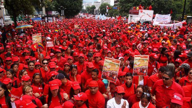 Los partidarios del chavismo marcharon también este miércoles a la vez que la oposición. (@DPresidencia)