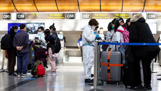 """""""Si un pasajero no proporciona la documentación, la aerolínea debe denegar el embarque al pasajero"""". (EFE)"""