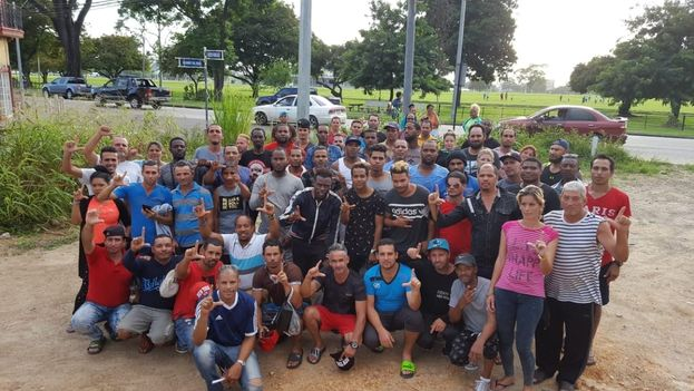 Los 78 cubanos están ahora pendientes de una reunión de su abogada con funcionarios de Naciones Unidas. (Cortesía)