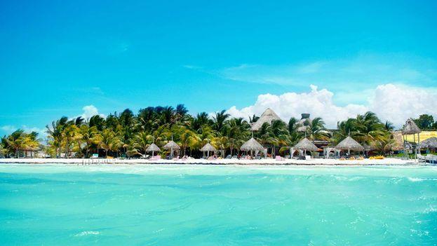 La isla, en la zona norte de la península de Yucatán, está en alerta por la falta de servicios básicos. (HolboxTurismo)