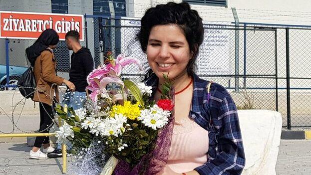 La periodista kurda Zehra Dogan ayer, tras su puesta en libertad este domingo. (@anf_espanol)