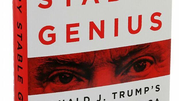 """Dos periodistas han publicado el libro """"A very stable genius: Donald J. Trump´s testing of America"""". (Captura)"""