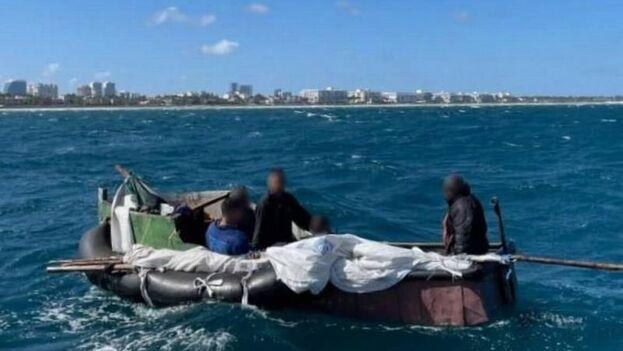 En todo el periodo fiscal 2020 fueron interceptados un total de 49 cubanos, frente a los más de cien que ya van en el actual. (EFE)