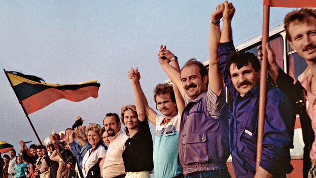"""""""Las personas, cogidas de las manos, pueden ser más fuertes que la gente con armas"""", escribió en la red social Twitter el estonio Jüri Ratas. (Archivo/Wikipedia)"""