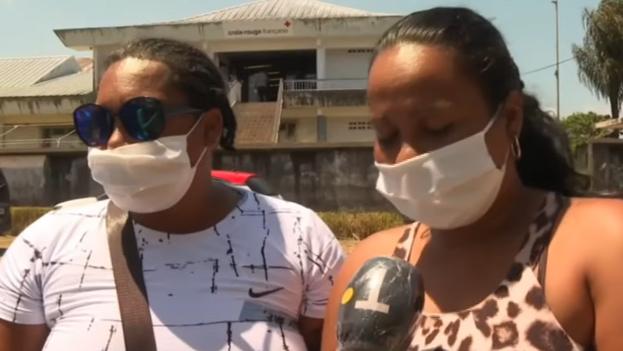 Dos de las migrantes cuyas pertenencias han sido decomisadas aseguran que llegaron a la Guyana Francesa porque en Cuba son perseguidas por su orientación sexual. (Franceinfo/captura)