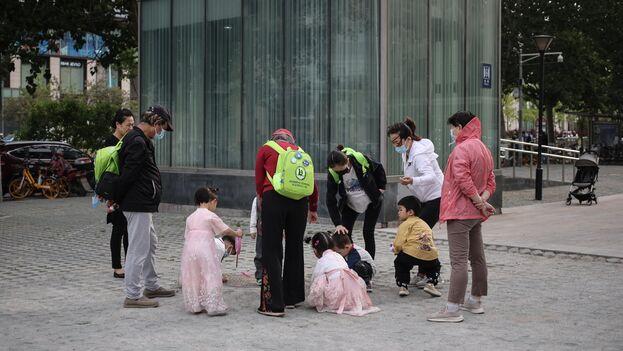 La población de China creció un 5,38 por ciento en los últimos diez años, según el censo de 2020, el primero desde 2010. (EFE/EPA/Wu Hong)
