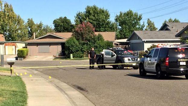 La policía de Sacramento busca al autor del tiroteo que ha dejado al menos una víctima mortal. (@nick_janes)