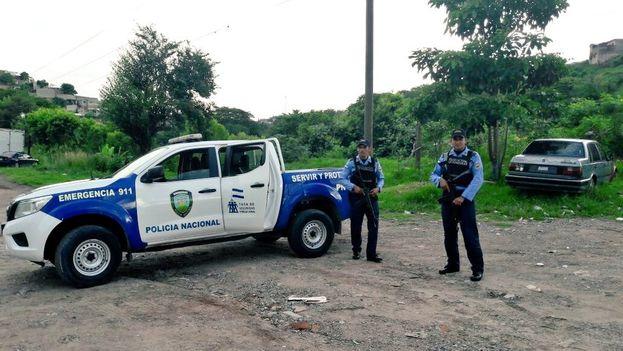 La policía hondureña durante un operativo. (@PoliciaHonduras)